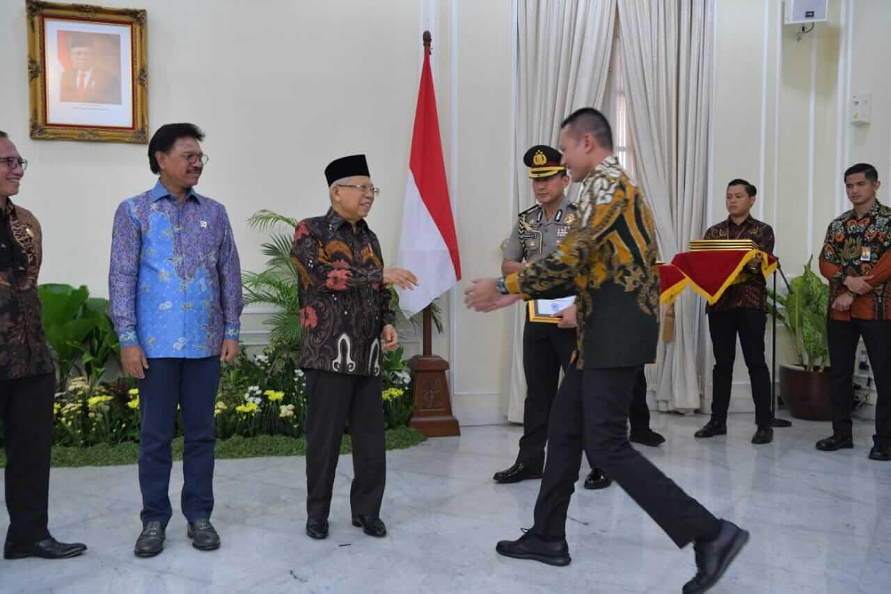 Wakil Gubernur Sumut Musa Rajekshah menerima penghargaan Anugerah Keterbukaan Informasi Publik (KIP) 2019 tingkat nasional, yang diserahkan langsung oleh Wakil Presiden Ma'ruf Amin, Kamis (21/11), di Istana Wakil Presiden, Jakarta.